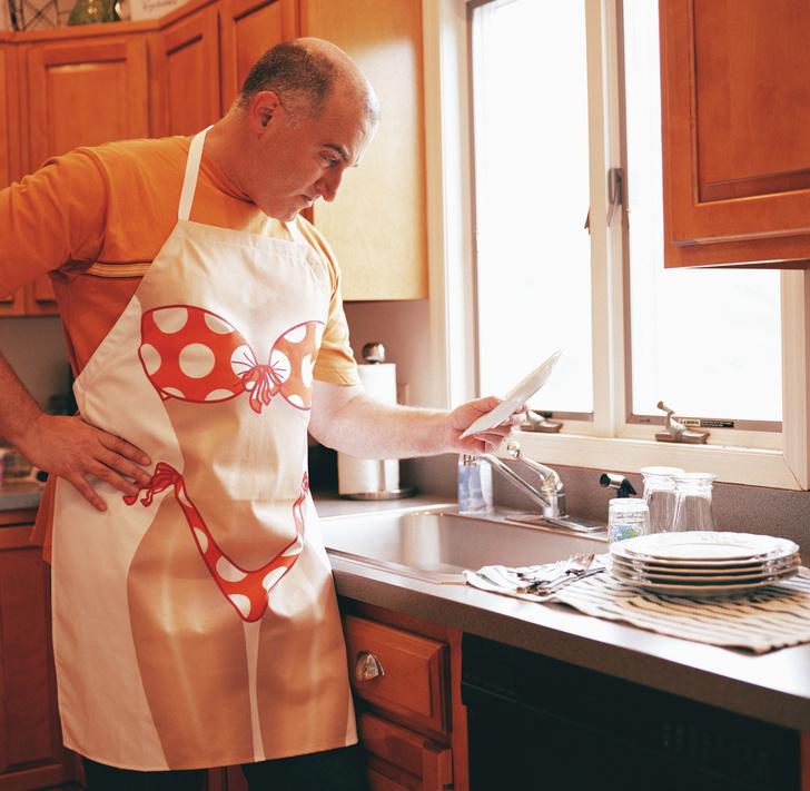 Фото №1 - Исследование: почему помогать по дому вредно для мужчин?