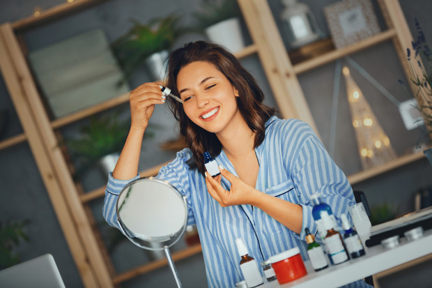 как ухаживать за кожей зимой лица вокруг глаз лайфхаки уход за кожей лица в холодное время года косметология советы дерматолога врача