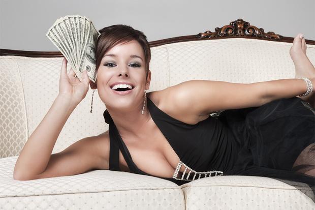 Фото №1 - Как понять, что девушка обойдется тебе дорого: 10 признаков