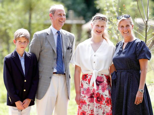 Фото №2 - Не графы и не герцоги: что означают титулы младших внуков Королевы— леди Луизы и виконта Северна