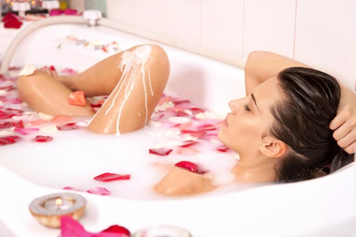 Фото №1 - Молочная ванна: как продлить себе молодость по-царски
