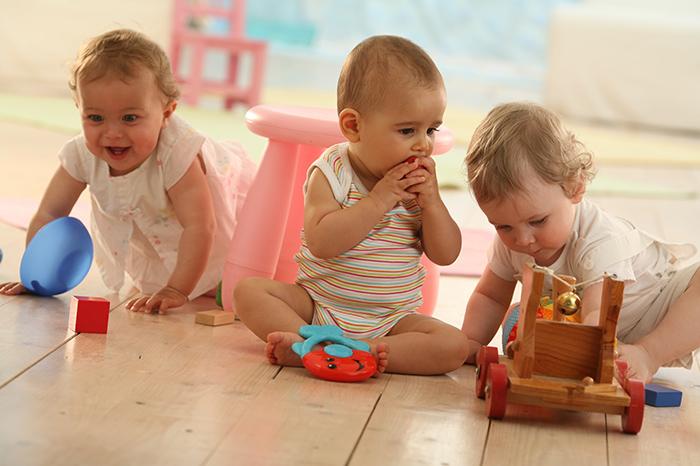 Фото №1 - Отдавать ли ребенка в ясли?