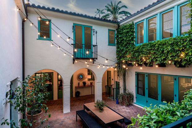 Фото №15 - Леонардо ди Каприо купил дом для мамы