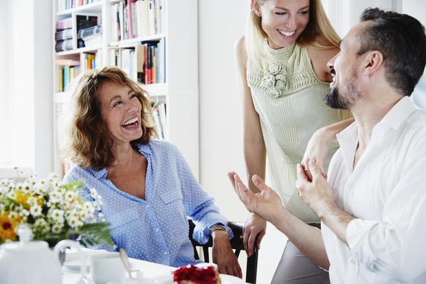 Фото №2 - Как отучить свекровь лезть в семью