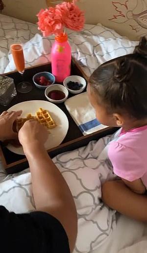 Фото №2 - Чем завтракают дети Пугачевой, Бони и других звезд: фото