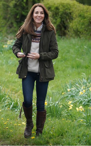 Фото №2 - Лучше новых двух: Кейт Миддлтон 16 лет носит любимые сапоги