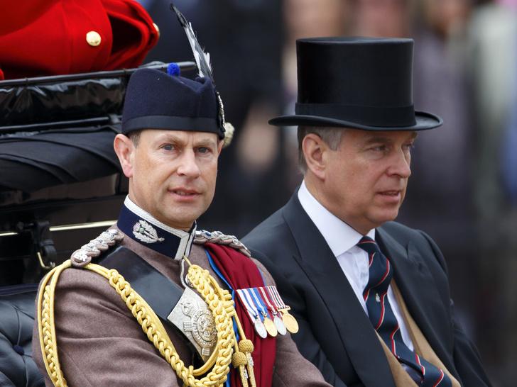 Фото №1 - Эдвард или Эндрю? Кто унаследует титул принца Филиппа (и кому он принадлежит сейчас)