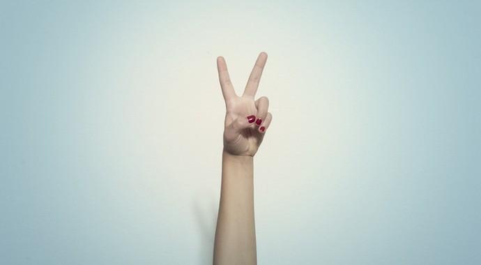 Следите за руками: как распознать популярные жесты