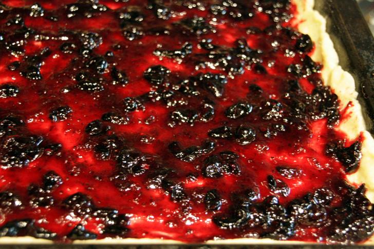 Фото №1 - Сладкий обсыпной пирог: мастер-класс