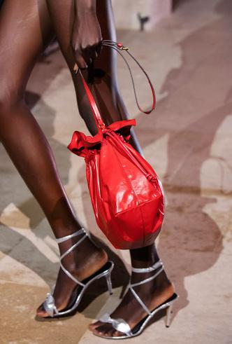 Фото №4 - Самые модные сумки весны и лета 2021