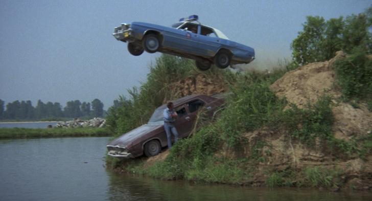 Фото №2 - Как выбраться из тонущего автомобиля. Пошаговая инструкция