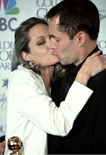 Фото №2 - Не такой уж красавчик: как в реальности выглядит родной брат Анджелины Джоли