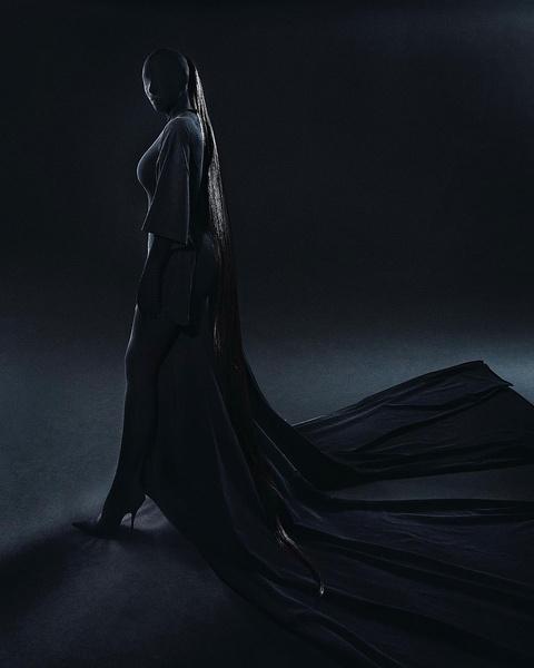 Фото №2 - Узнай, какой макияж Ким Кардашьян скрывала под маской на Met Gala 2021 👀