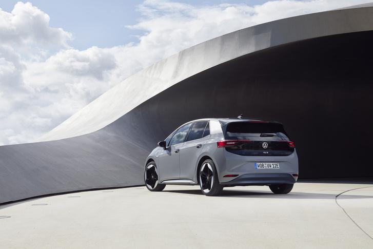 Фото №9 - И восхитительный хэтчбек! Новый Volkswagen ID3 пробует себя в роли Прометея