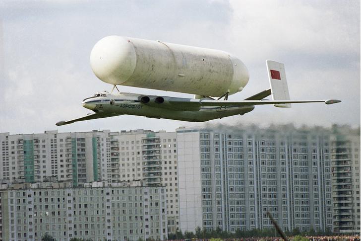 Фото №1 - История одной фотографии: советский «Атлант» везет бак космической ракеты, 1981