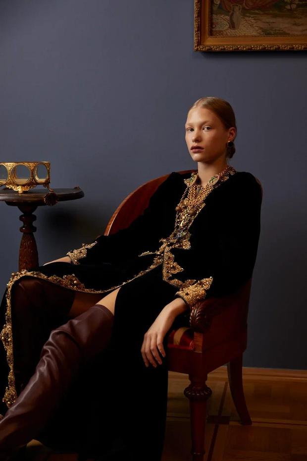 Фото №4 - Клипсы Шанель и блузы Сен-Лорана: первая большая съемка ELLE винтажной одежды
