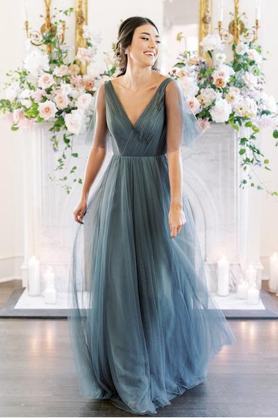 Фото №7 - Где купить такие же платья на выпускной, как у главных героинь сериала «Ривердейл» 💔