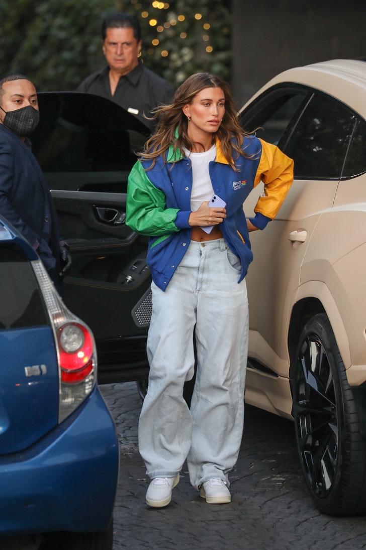 Фото №2 - Как выглядят самые модные джинсы лета 2021? Подсказка от Хейли Бибер