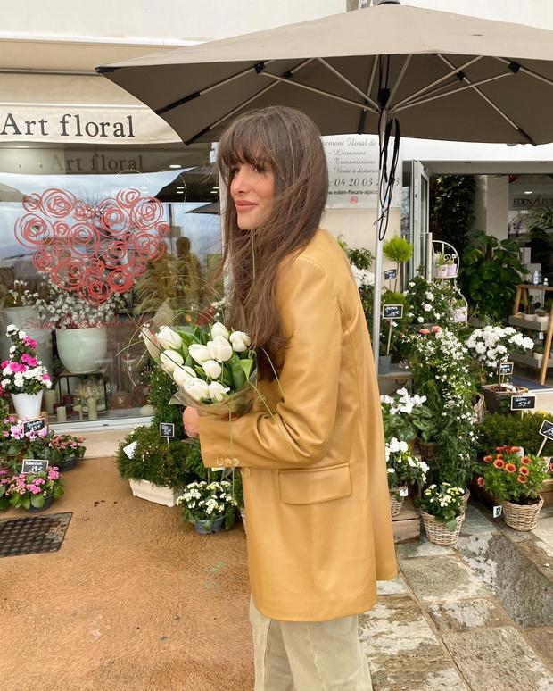 Фото №1 - Где найти цветной кожаный жакет, как у француженки Жюли Феррери?
