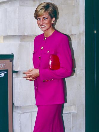 Фото №35 - От персикового до фуксии: как принцесса Диана носила розовый цвет (и почему он ей так шел)