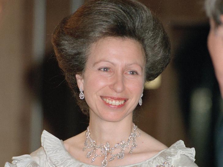 Фото №1 - Совпадение: любопытное сходство двух помолвочных колец принцессы Анны