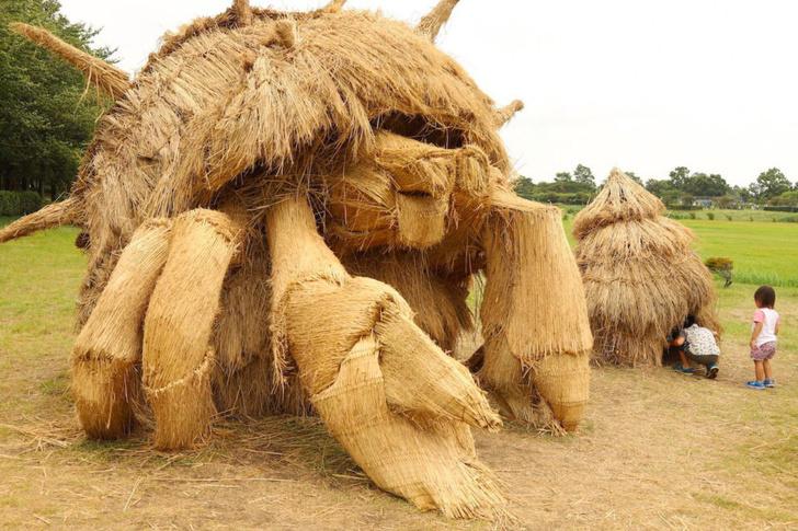 Фото №2 - Фестиваль скульптур из рисовой соломы в Японии