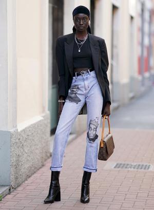 Фото №6 - С чем носить базовые прямые джинсы: модные идеи на любой случай