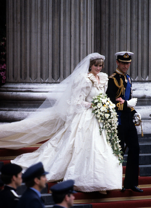 Фото №2 - Свадебное платье принцессы Дианы будет выставлено в Кенсингтонском дворце
