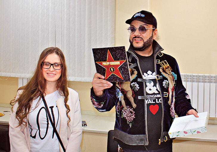 Фото №2 - Что фанаты дарят Киркорову, Баскову, Лободе и другим звездам
