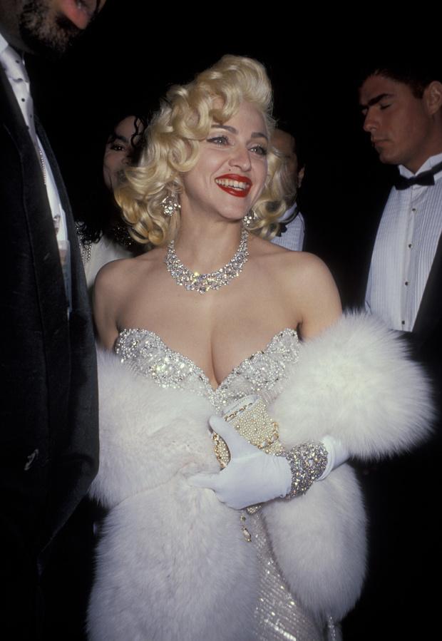 Фото №2 - Самые блистательные украшения в истории «Оскара»