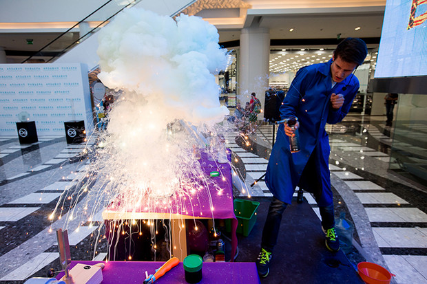 Фото №2 - Научная новогодняя ёлка Wow! How?