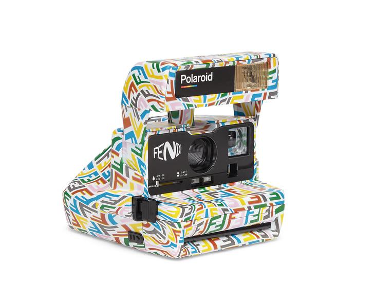 Фото №2 - В объективе: как выглядит новая коллаборация Fendi с художницей Сарой Коулман