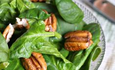 Салат из шпината с грушами и орехами пекан
