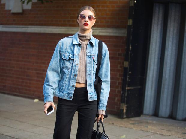 Фото №1 - От длины до декора: 5 главных ошибок при выборе джинсовой куртки
