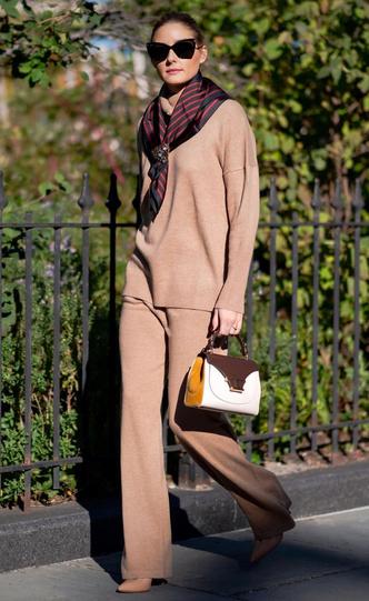 Фото №15 - Любимый аксессуар: как звезды носят шелковые платки