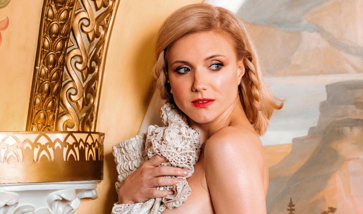 Фото №1 - Горячо вспоминаем фотосессии с Ириной Тоневой в MAXIM в честь ее дня рождения