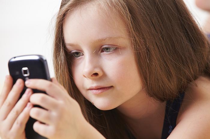 Фото №2 - Позвони мне: нужен ли ребенку мобильный телефон и какой