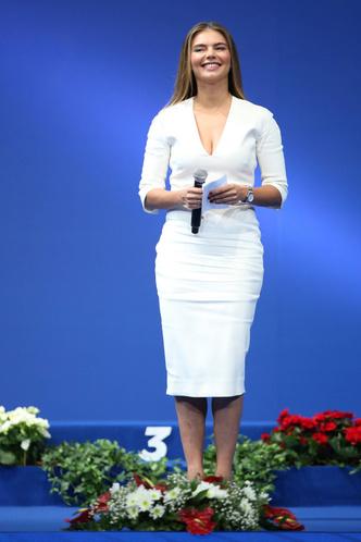 Фото №14 - Белые ботфорты, джинсы в стразах: как изменилась Алина Кабаева за последние 15 лет