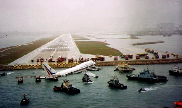 Фото №3 - История Кайтака— самого опасного аэропорта в мире