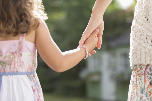"""Фото №1 - """"Я не уверена, что смогу защитить и поддержать дочь"""""""