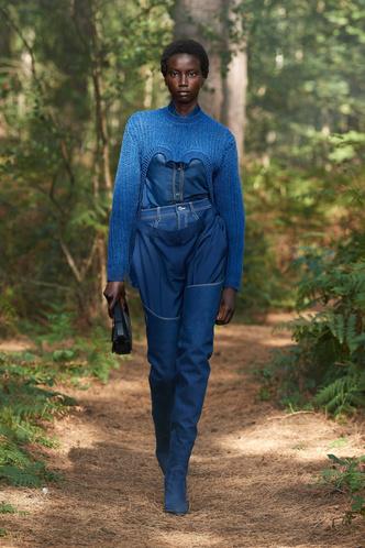 Фото №18 - Какие джинсы будут в моде весной и летом 2021