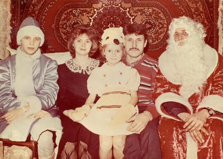 Фото №10 - Новогодние костюмы: в чем ходили на елку в прошлом веке?