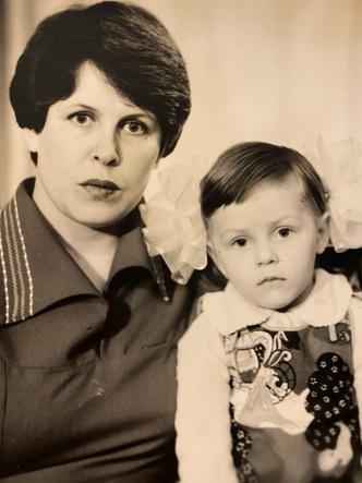 Фото №12 - Раньше взрослели быстрее? 30 фото советских мам и их дочек в одном возрасте