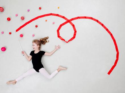 Девочка с гимнастической лентой