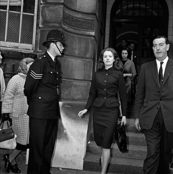 Фото №14 - «Современная Мата Хари»: как 19-летняя танцовщица крутила романы с британским министром и советским шпионом одновременно