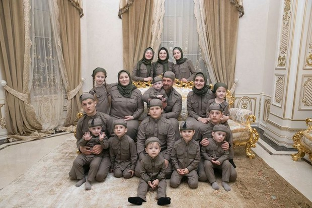 Фото №1 - «Делили игрушки, любовь и секреты»: Айшат Кадырова опубликовала фото сестры в честь ее 18-летия