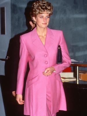 Фото №20 - От персикового до фуксии: как принцесса Диана носила розовый цвет (и почему он ей так шел)