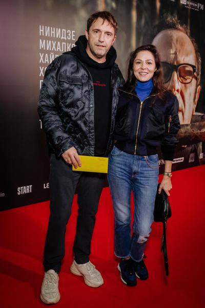 Фото №5 - Какой фильм, такие и наряды: Ходченкова появилась на премьере «Дела» в строгом костюме