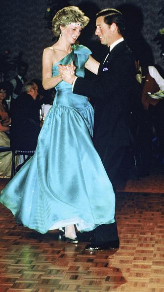 Фото №15 - 10 платьев принцессы Дианы, которые вошли в историю моды и изменили ее