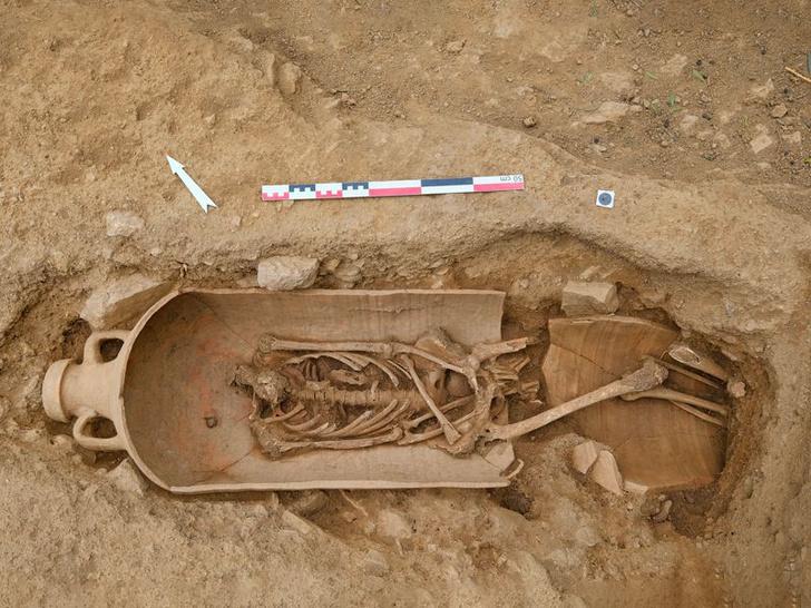 Фото №1 - На Корсике обнаружены необычные захоронения